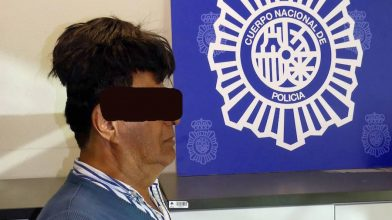 Man arrested after smuggling half a kilo of cocaine under his toupee